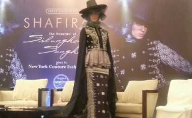 Shafira Pamer Songket Silungkang di New York