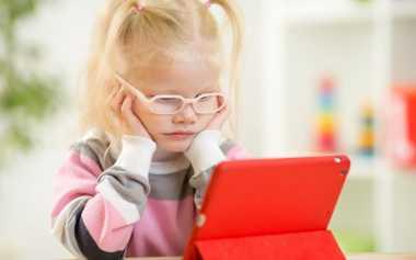 Sering Bermain Gadget Membuat Anak Kurang Tanggap