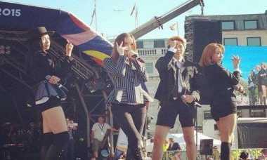 Kelelahan, Tiga Penyanyi Korea Ini Pingsan di Panggung