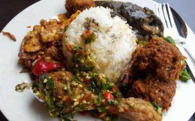 Rahasia Enaknya Nasi di Restoran Padang