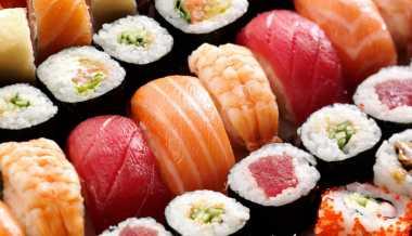 Alasan Sushi Aman Dikonsumsi Mentah