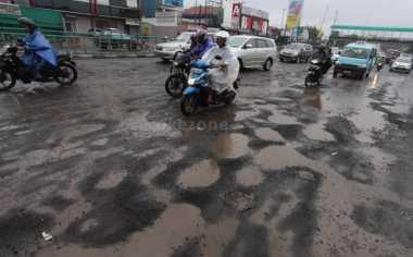 Separuh Jalan di Kabupaten Lebak Rusak