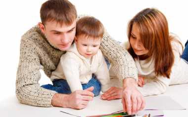 Begini Caranya agar Orangtua 'Melek' Parenting