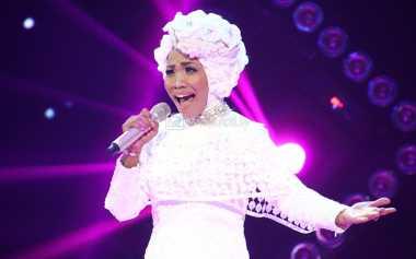 Cara Desy 'X Factor' Atasi Kangen pada Anak