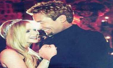 Suami Selingkuh, Avril Lavigne Umumkan Perceraian