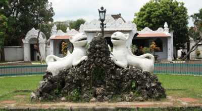 Melirik Situs Sejarah di Cirebon