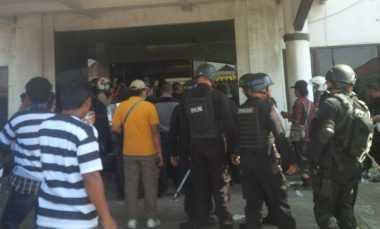 Demo Lempari Polisi dengan Batu, Empat Orang Diamankan