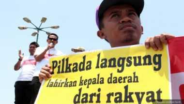 Massa Demo KPUD Surabaya