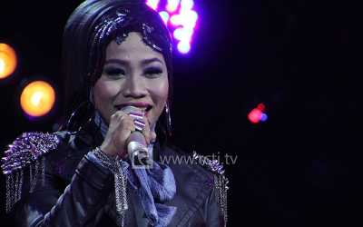 Busana Desy 'X Factor' untuk Grand Final