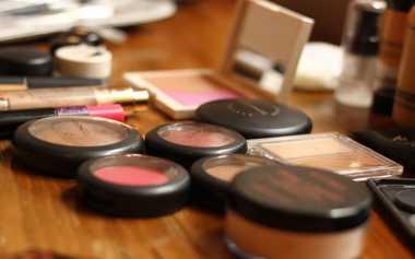 Cara Bedakan Kosmetik yang Sudah Kadaluarsa
