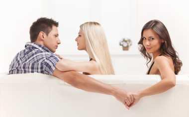 Pria Mudah Selingkuh saat Gaji Istri Lebih Tinggi