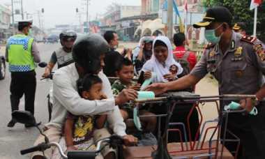 Kabut Asap Menebal di Aceh, Polisi Bagikan Masker