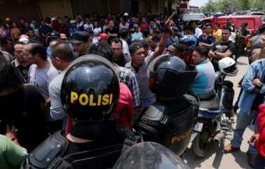 Digerebek, Bandar Narkoba Kerahkan Warga Serang Polisi