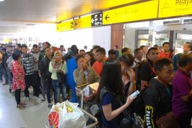 52 Penerbangan di Bandara SSK Dibatalkan, Ribuan Penumpang Revant