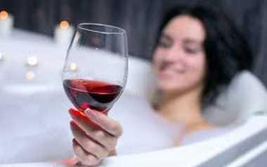 Manfaat Meneguk Segelas Anggur Merah