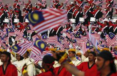 Ribuan Warga Malaysia Ikut Demo Tandingan Bersih 4