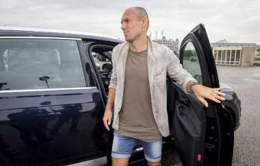 Robben Menepi Empat Pekan