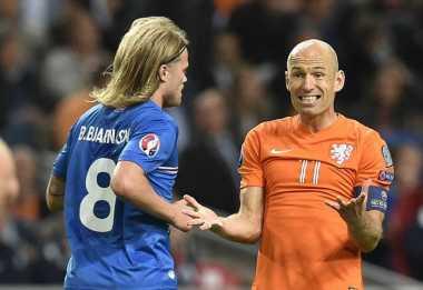 Robben Dicoret, Blind Panggil Rising Star Ajax