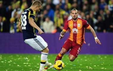 Sneijder Bertahan Bukan karena Uang