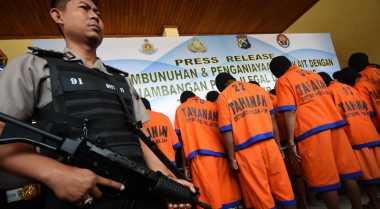 Kades Tersangka Pembunuhan Salim Kancil Belum Diberhentikan