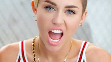 Penampilan Miley Cyrus Nyaris Tanpa Busana