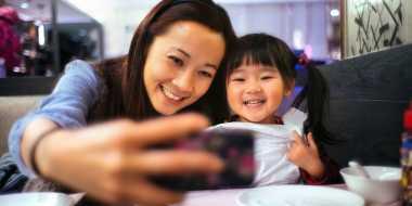 Bahaya Posting Foto Anak di Media Sosial