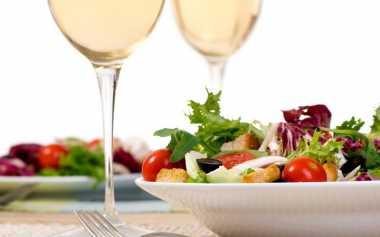 Wine yang Cocok saat Makan Sayuran