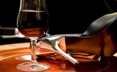 Dua Gelas Red Wine Bikin si Dia Horny