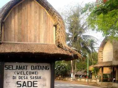 Kotoran Sapi 'Hiasi' Rumah di Indonesia