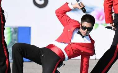 Celana Yunho 'TVXQ' Robek saat Menyanyi di Kamp Militer