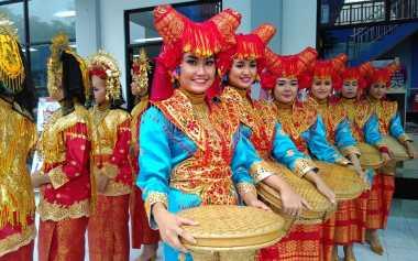 12 Gadis Cantik Ramaikan Tour de Singkarak 2015