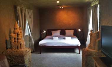 Hotel Mewah Terbuat dari Pasir Ini Bikin Penasaran