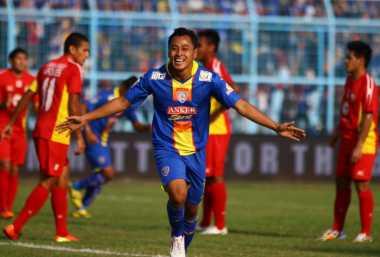 Samsul Arif Geregetan Melawan Sriwijaya FC
