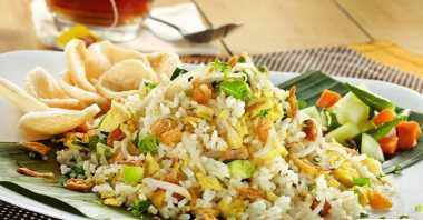 Nasi Goreng Spesial Ikan Asin untuk Makan Malam