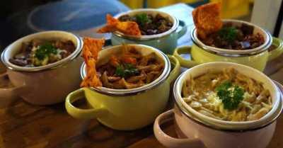 Unik, Makan dalam Kontainer di Nasi Go