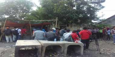 Polisi Olah TKP di Gubuk Tersangka Pencabulan Eneng