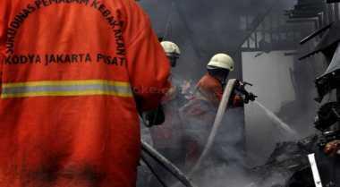 Gara-Gara Puntung Rokok, Rumah Kakek Ludes Terbakar
