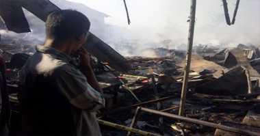 100 Kios Pasar Kolpajung Terbakar