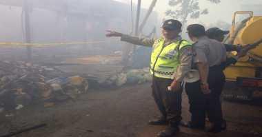 Lokasi Kebakaran Pasar Kolpajung Dipasangi Garis Polisi