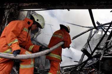 Pasar Kolpajung Terbakar, 13 Mobil Pemadam Kebakaran Dikerahkan