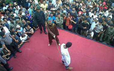 Berjudi Sembilan Warga Aceh Dihukum Cambuk
