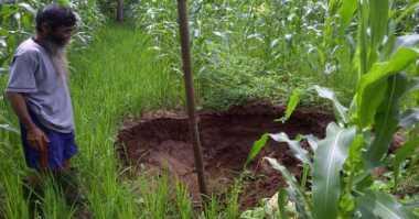Terperangkap dalam Lubang, Sujasman Makan Tanah Demi Bertahan Hidup