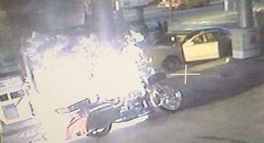 Ini Buktinya, Motor yang Tak Dimatikan saat Isi Bensin Bisa Terbakar