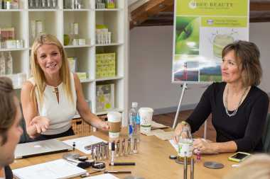 "Gwyneth Paltrow Rilis Koleksi Make Up ""Bersih"""