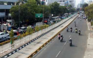 Kopaja Dihantam Transjakarta, Jalan Buncit Raya Macet