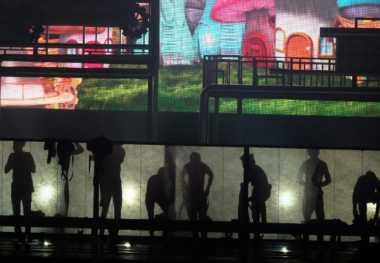 EXO Terekspos saat Ganti Baju di Panggung