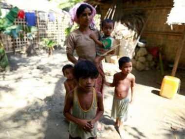 Lima Pria Ditangkap karena Cetak Kalender Muslim Rohingya