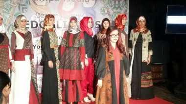 Kreasi Busana Muslim dari Kain Tradisional Indonesia