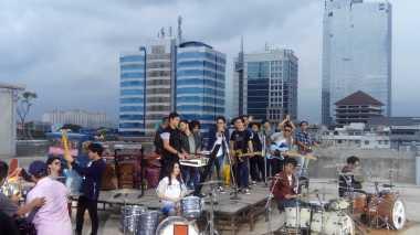 Karya Iwan Fals Bikin Kolaborasi Empat Band Jadi Spesial