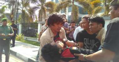 Dihantam Garnisun, Pendemo Kedatangan Presiden di Makassar Berhamburan